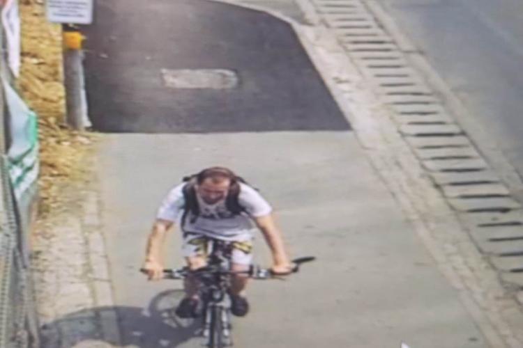 Biciclist căutat de polițiștii clujeni după ce a lovit o femeie și a fugit. Îl recunoașteți? FOTO
