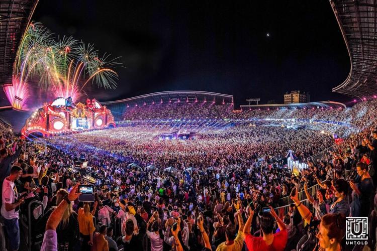 Acrobați internaționali, instalații de foc, carusel tradițional englezesc și multe alte surprize pentru festivalierii de la UNTOLD