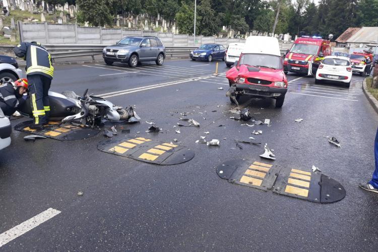 Accident grav pe Calea Turzii! Un șofer a lovit în plin un scuterist FOTO