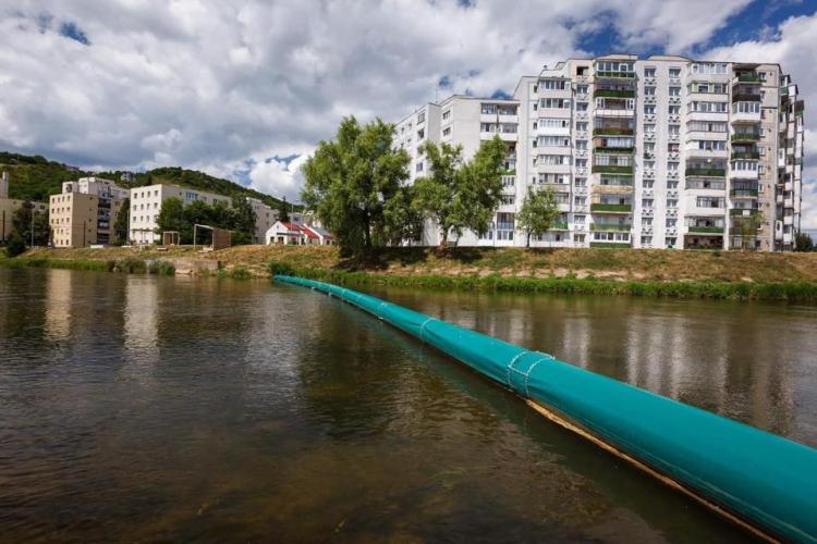 Un nou sistem de colectare a deșeurilor de pe râul Someș a fost montat la intrarea în Cluj-Napoca