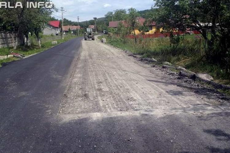 Consiliul Județean Cluj REPETENT la asfaltat drumurile județene. La Aluniș se ia jos asfaltul pus - FOTO