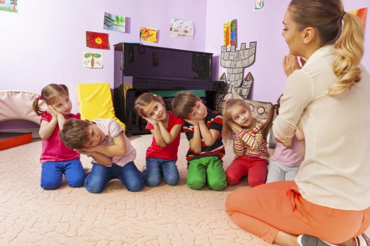 """Aproape 1.000 de copii au rămas fără locuri în creșe la Cluj-Napoca. Soluțiile de avarie: bonele de grup sau """"mini creșele"""""""