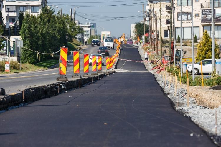 S-a turnat primul strat de asfalt pe noua bandă a străzii Bună Ziua FOTO