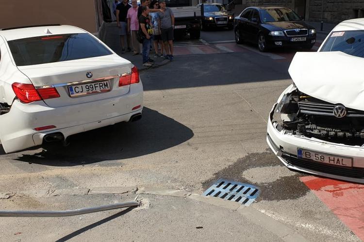 S-au făcut praf pe strada Brassai Samuel. Neacordare de prioritate - FOTO
