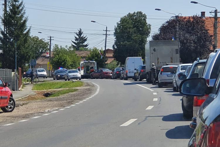 Biciclist lovit de mașină pe drumul dintre Turda și Câmpia Turzii FOTO