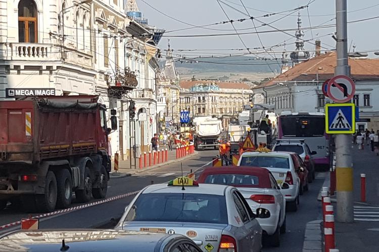 Coșmar auto pe strada Regele Ferdinand. Tot centrul este afectat - VIDEO