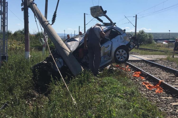 Accident la Jucu de Mijloc. Mașină lovită de tren - FOTO