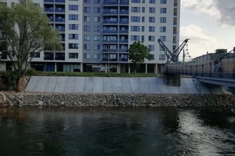 Comparație Podul Porțelanului vs blocul privat din spate! Care credeți că se construiește mai repede? - FOTO