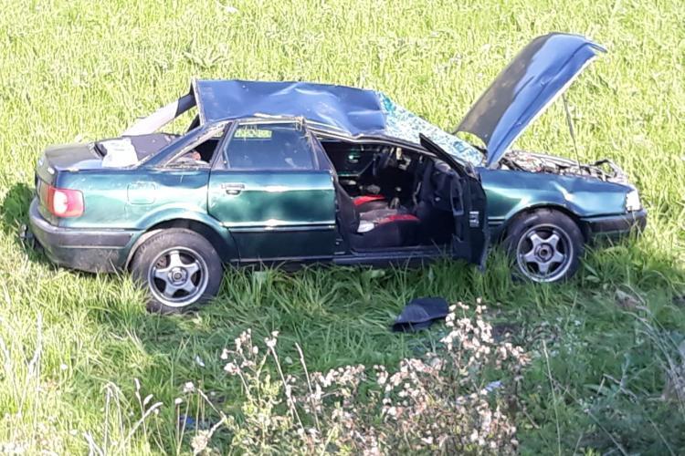 Accident la Țaga. A zburat pur și simplu de pe drum - FOTO
