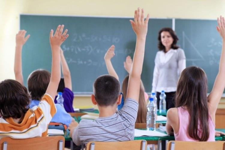 """Numărul elevilor care au început scoala e tot mai mic. Ministrul Educației """"speră"""" să crească numărul anii viitori"""