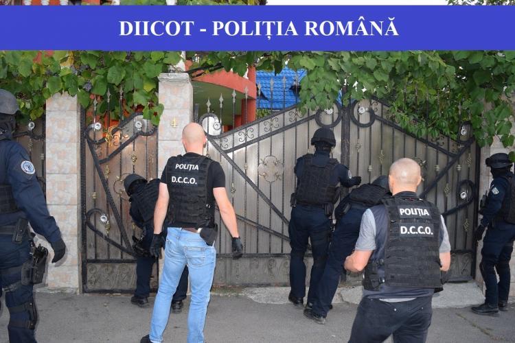 Cluj: Doi bunici își puneau nepoatele la cerșit. Le ardeau cu țigara dacă nu veneau acasă cu 400 - 800 de lei pe zi