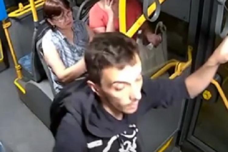 Cluj: Tânăr vandalizează un autobuz electric. Ce pedeapsă merită? - VIDEO