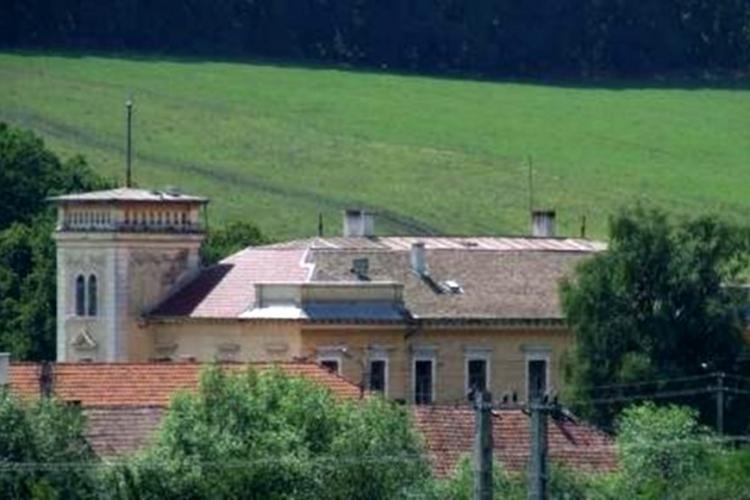 """Biserica Reformată încasează chirie """"fără jenă"""" (7000 de lei), pentru clădirea ruină a Spitalului de la Borșa - VIDEO"""