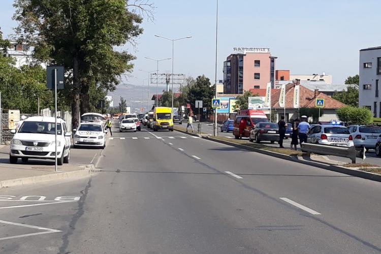 Femeie rănită grav pe Calea Turzii. A fost lovită de mașină în timp ce traversa strada FOTO