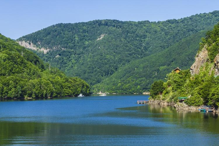 """Controale ale Poliției la Tarnița! Au fost vizați """"șmecherașii"""" care și-au construit pontoane fără autorizație"""