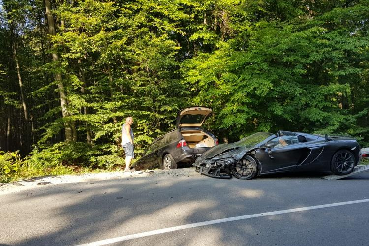 Un McLaren de 100 de mii de euro s-a făcut PRAF în Făget. A tăiat curba - FOTO