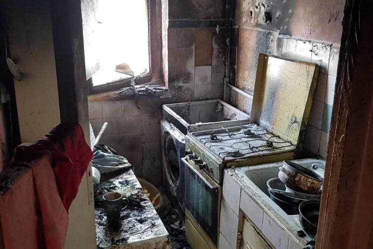 Incendiu la un apartament din Turda, pe strada Zorilor. Inconștiență maximă - FOTO