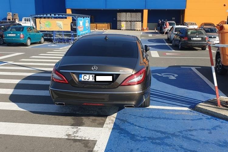 "Parcare de ""bolovan"" la Dedeman Cluj - FOTO"