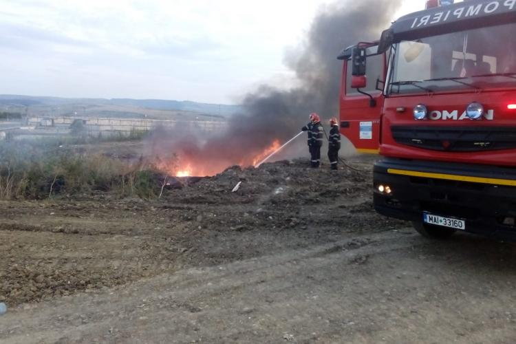 Deșeuri incendiate pe Bulevardul Muncii - FOTO
