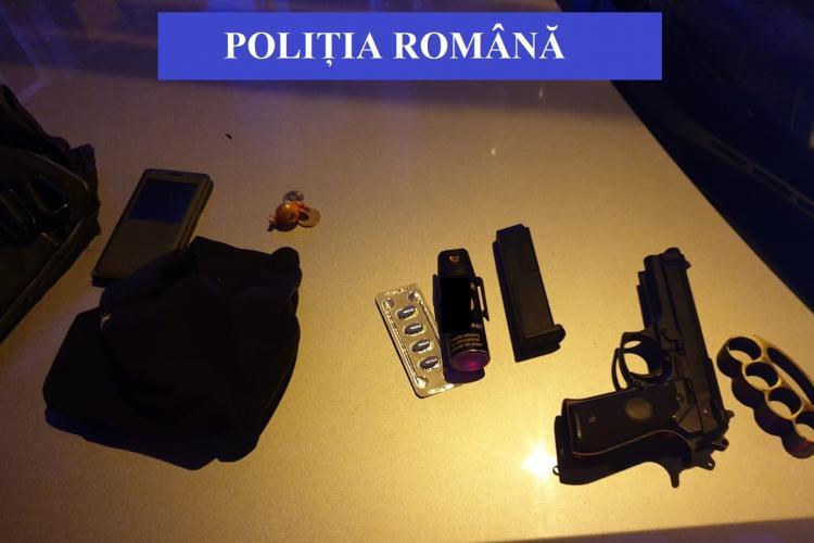 CLUJ: Atacatorii mascați care au amenințat cu pistolul în trafic, reținuți de polițiști. Unul dintre ei era drogat FOTO