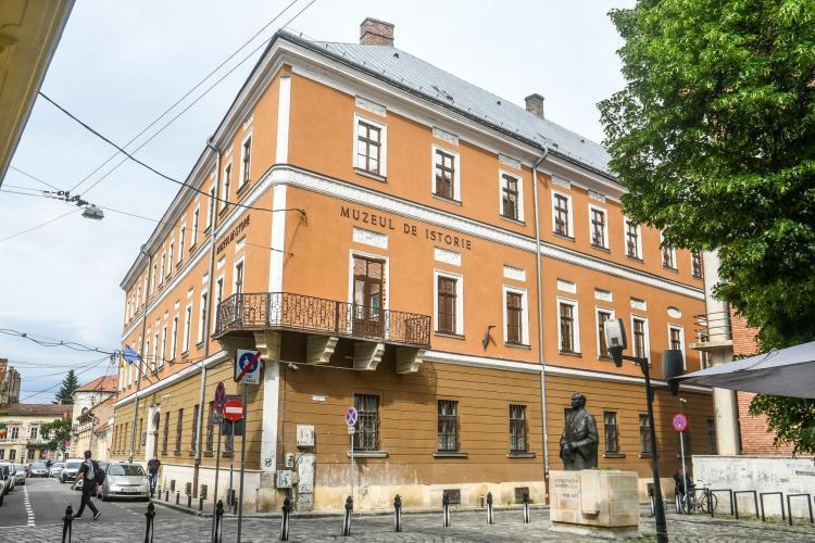 Cluj-Napoca: Sancțiune de 2000 lei pentru inscripții ilegale pe o clădire