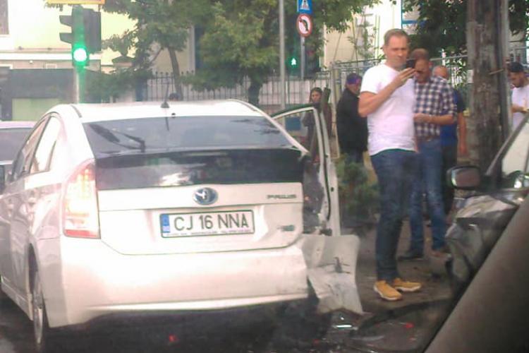 Accident cu mai multe mașini pe strada Clinicilor. Șoferița vorbea la telefon - FOTO