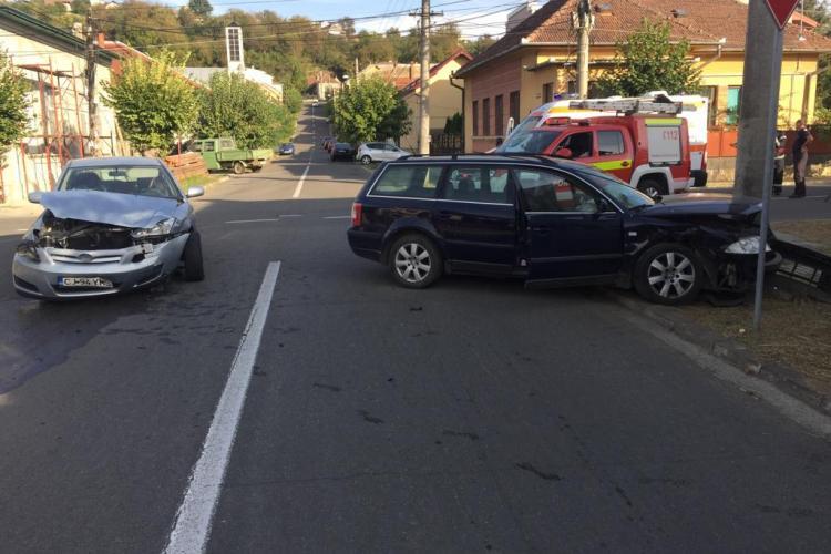Neatenția face victime! Patru persoane au fost rănite în urma unui accident la Dej FOTO