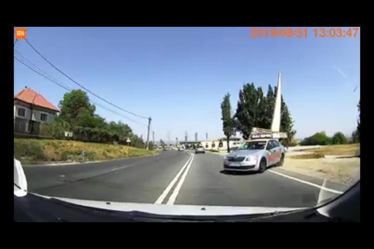 Asa se omoara oamenii pe Calea Turzii. Politia sa-i ia permisul - VIDEO
