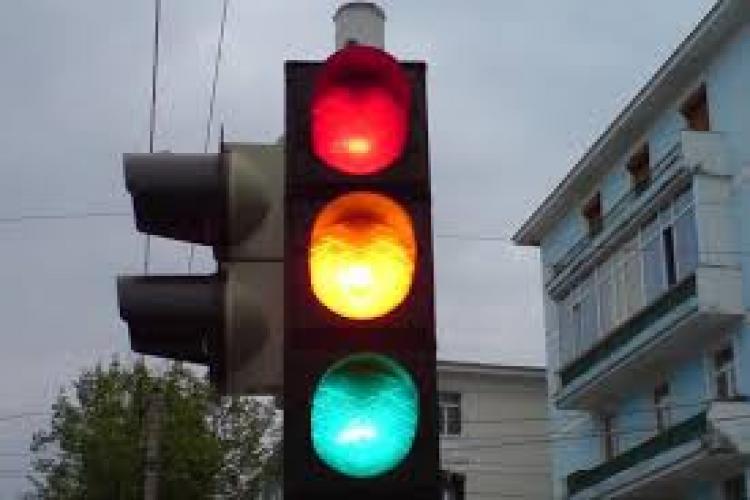 A apărut un nou semafor pe Plopilor. Ce spune Primăria