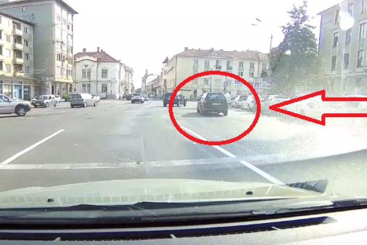 """Șofer cu posibile probleme de """"vedere"""" prin Cluj-Napoca. Numărul de înmatriculare l-a dat de """"gol"""" - VIDEO"""