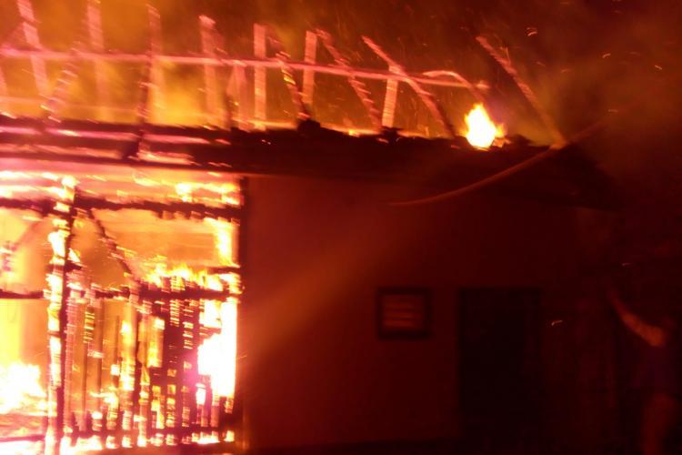 Incendiu puternic în Fildu de Mijloc - FOTO