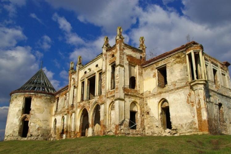 Restaurarea Castelului Banffi de la Bonțida se face cu bani din Ungaria, nu de la București