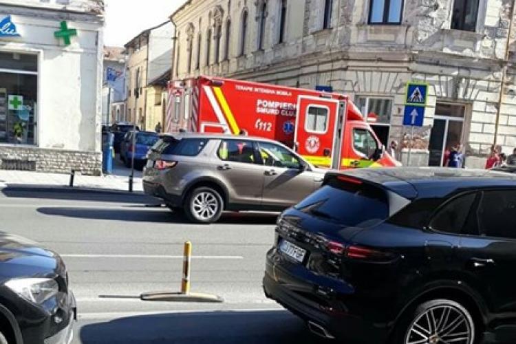 Ambulanță SMURD lovită pe strada Memorandumului de un șofer care a virat stânga - FOTO