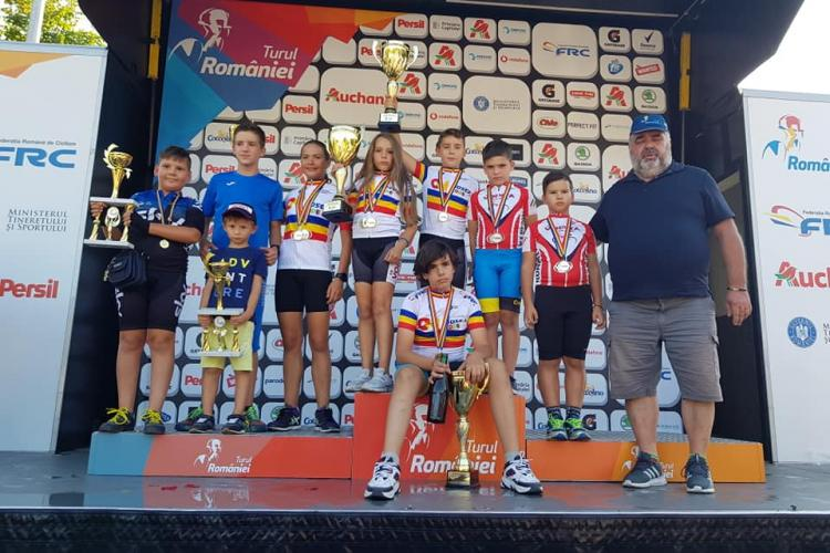 Opt medalii pentru cicliștii clujeni la Cupa Națională a României la șosea