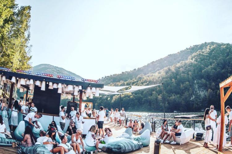 Un proprietar de ponton de pe Tarnița, revoltat de acuzele deputatului Horia Nasra. Susține că nu deversează vidanja în apă