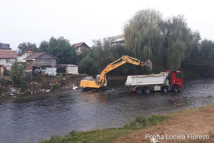 Primăria Florești curăță malul râului Someș - FOTO