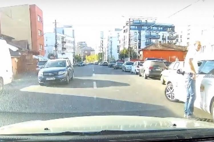 Taximetrist arogant la Cluj. Nu-și putea cere scuze după scena făcută? - VIDEO