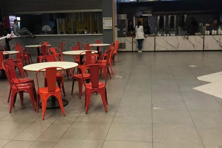 EXCLUSIV Toate restaurantele din Vivo Cluj, închise de OPC! Au fost descoperite colonii de gândaci FOTO