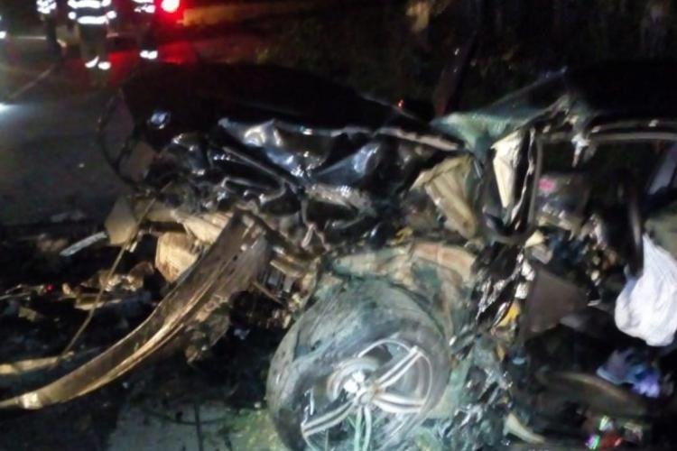 Accident grav pe un drum din Cluj! Un șofer a rămas blocat în autoturism. Șoferul vinovat era băut și a fugit de la fața locului FOTO