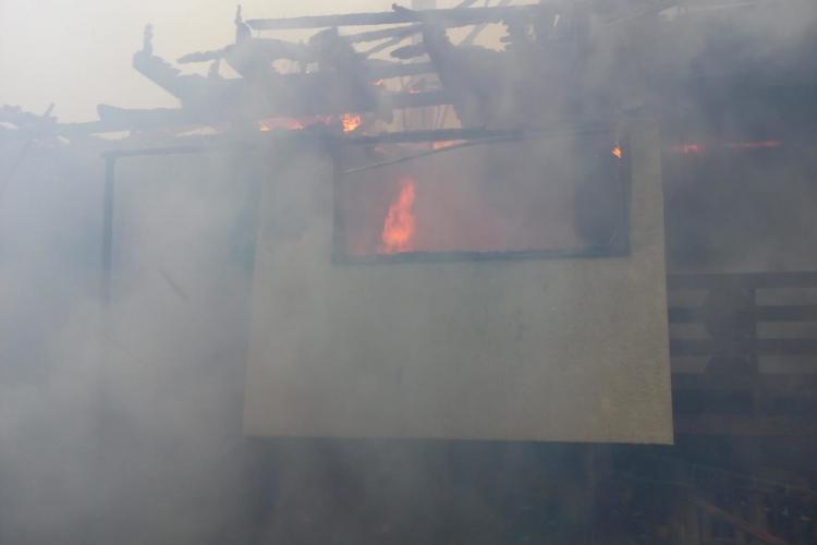 A luat foc o casă în Beliș - FOTO