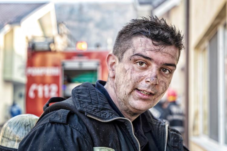 La mulți ani, pompierilor! Povestea lui Cosmin, care a stins incendiul din Florești, strada Sub Cetate