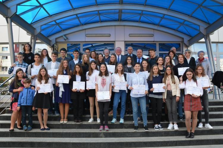 Tinerii cu 10 la BAC și Evaluare națională, premiați de Consiliul Județean Cluj - FOTO