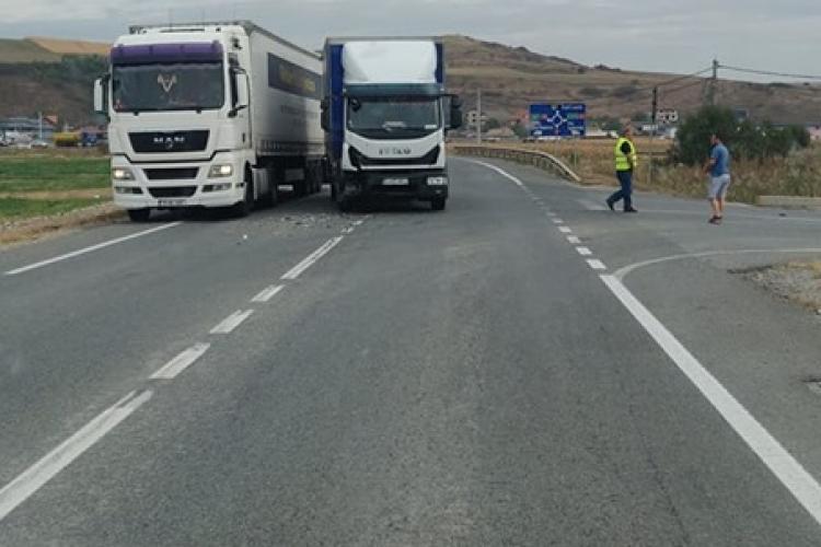 Mașină lovită de TIR pe Varianta Vâlcele - Apahida FOTO