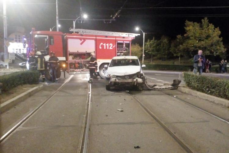 Tramvai lovit de un autoturism pe strada Plopilor, cartierul Mănăștur - VIDEO