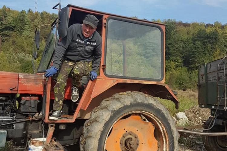 Nesimțit cu tractor fotografiat când arunca gunoaie pe malul Someșului, în Florești - FOTO