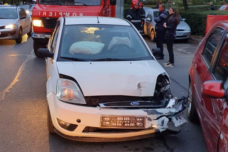 Accident cu patru mașini pe Dorobanților. Șoferul vinovat a fost rănit FOTO