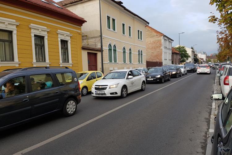Cluj: Unii părinți își duc copiii pe jos sau cu bicicleta la școală, alții tot cu mașina. Diferențe de mentalitate? - FOTO