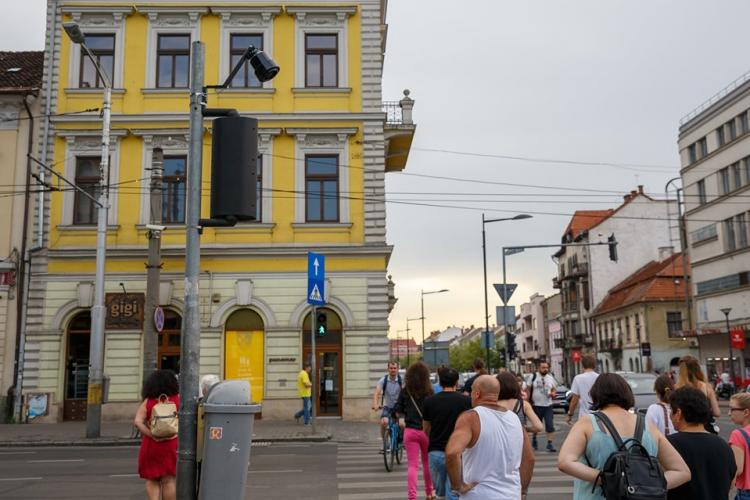 Aproape 60 de treceri de pieton cu semnal sonor și marcaj tactil la Cluj-Napoca, pentru persoanele cu dizabilități FOTO