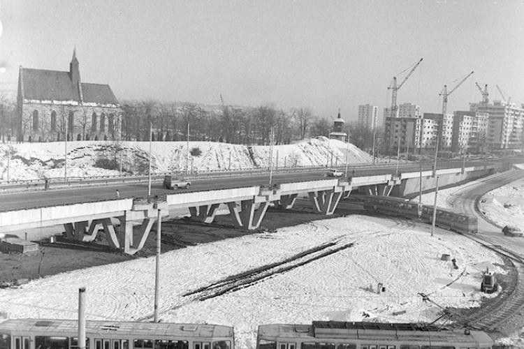 Fotografie nostalgică cu Mănășturul în construcție, gol de mașini pe podul de la Calvaria - FOTO