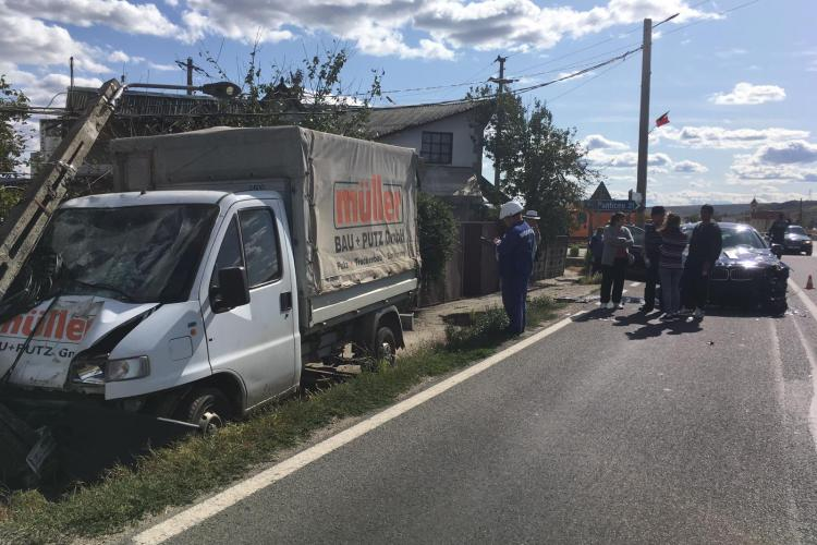 Accident cu o victimă la Fundătura, cauzat de un șofer de 60 de ani. A rupt și un stâlp de electricitate FOTO